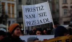 Protest pracowników sadów w Krakowie