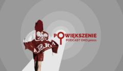 Kibic z flagą Polski na plecach idący w punktu na środku grafiki
