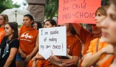 Protest przeciwko ograniczeniu prawa do aborcji