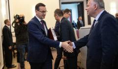 Posiedzenie rządu PiS: Mateusz Morawiecki i Marek Suski