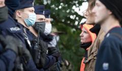 Straż graniczna i lekarze próbujący skontaktować się z uchodźcami