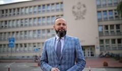 Prezes Sądu Okręgowego w Częstochowie Adam Synakiewicz przed budynkiem sądu