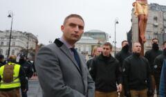 Robert Bąkiewicz z członkami Straży Marszu Niepodległości