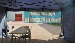 pusty namiot punktu szczepień w Katowicach
