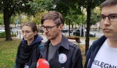 Piotr Pisula ogłasza mediom o wstrzymaniu działalności Białego Miasteczka w związku z dramatycznym wydarzeniem 18 września