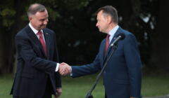 Podpisanie w Warszawie uchwaly o wprowadzeniu stanu wyjątkowego