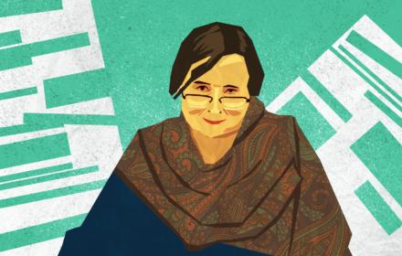 Schematycznie narysowana kobieta, z ciemnymi włosami, w okularach i wzorzystym szalu, w tle kształty kojarzące się ze szpaltami gazet