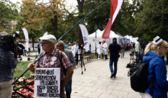 Białe Miasteczko, namioty naprzeciw Kancelarii Premiera