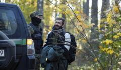 10.10.2021 Szymki , las w poblizu . Zatrzymany przez Straz Graniczna uchodzca , zapakowany do samochodu i prawdopodobnie odwieziony na granice w ramach pushback blagal o nie wywozenie na granice z Bialorusia .