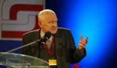 Mieczysław Rakowski przemawia na konwencji SdRP