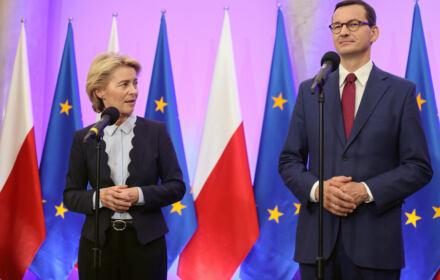 Ursula von der Leyen i Mateusz Morawiecki na konferencji prasowej