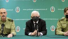 Kaczynski i straż graniczna na konferencji prasowej