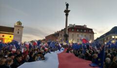 Manifestacja przeciwko polexitowi na pl. Zamkowym w Warszawie.