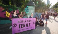 """Warszawa, 19.08.2021. """"Czerwony Alarm dla Ludzkości"""" – protest aktywistów klimatycznych"""